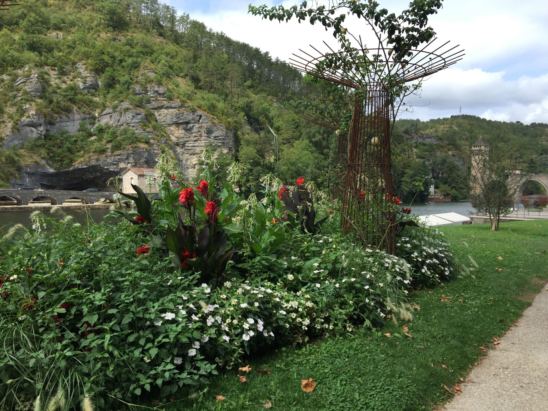 One of the many beautiful flower beds on the banks of the river Lot, Cahors